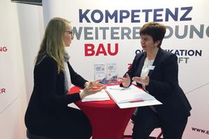 EIPOS Geschäftsführerin Sabine Schönherr (re.) im Gespräch mit BS BRANDSCHUTZ-Redakteurin Stefanie Schnippenkötter.<br />