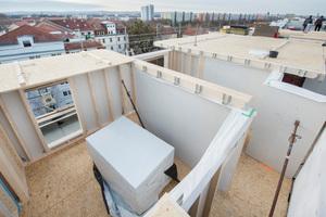 Neben der Lösung der statischen Problematik bot die Holzbauweise weitere Vorteile: Die Maßnahme konnte so in relativ kurzer Bauzeit bei geringem Baulärm durchgeführt werden.