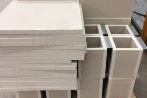 Ablauf: A) Je Gebäudeabschnitt werden standardisierte Verkleidungen zusammengefasst<br />