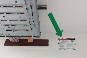 Bei der Ausführung auf der Baustelle, wird das Schottsystem unter Aufsicht der ALHO Bauleitung gemäß Zulassungen verbaut. Nach Abschluss der Arbeiten, wird jedes Schott dokumentiert und in einer Brandschutzakte als Teil der Revisionsunterlagen zusammengefasst.<br />