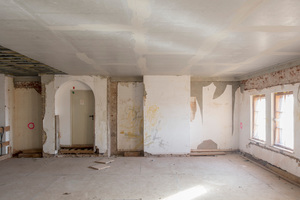 Die über dem Plenarsaal gelegene Büroebene während der Umbauarbeiten.