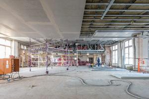 Die Deckenkonstruktion der Büroebene wurde als zweilagige Konstruktion mit 2 x 20 mm AESTUVER Brandschutzplatten ausgeführt. Die Konstruktion erreicht die Brandschutzklasse F 90.<br />