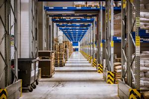 Bis zu 7.400 Paletten finden im dem im Frühjahr 2017 in Betrieb genommenen Lagerneubau Platz.