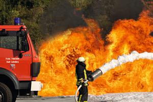 Training unter Realbedingungen: Lehrgang zum Brandschutz- und Evakuierungshelfer nach DGUV I 5182 im Trainings- und Versuchszentrum von Johnson Controls in Ladenburg.