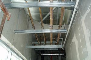 Werden Rohrleitungen in Brandschutzbereichen verlegt, muss die Befestigungstechnik brandschutztechnisch geprüft und ausgelegt sein.<br />
