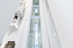 Die 36 m hohe absturzssichernde Verglasung wurde durch den Brandschutzexperten erst möglich gemacht.