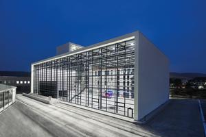 """<div class=""""bildtext"""">Die neue Übungshalle der Staatlichen Feuerwehrschule in Würzburg.</div>"""