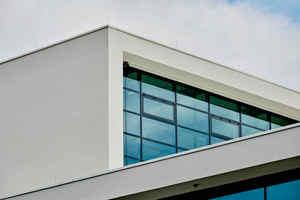 """<div class=""""bildtext"""">Für die Dämmung der Turmfassade mit dem WDV-System von quick-mix war eine Zustimmung im Einzelfall erforderlich, da als Unterkonstruktion kein massiver Baukörper, sondern eine offene Stahlkonstruktion diente. Dafür gibt es keine bauaufsichtlichen Zulassungen vom Deutschen Institut für Bautechnik (DIBt). </div>"""