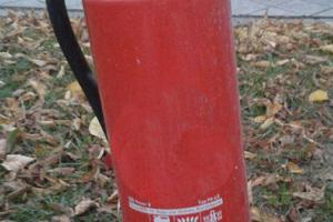 """<div class=""""bildtext"""">Ausgediente Feuerlöscher sind Sonderabfall und nicht als Hausmüll oder Sperrmüll zu entsorgen</div>"""