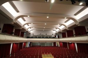 """<div class=""""bildtext"""">Der große Veranstaltungssaal des MKC im neuen Antlitz</div>"""