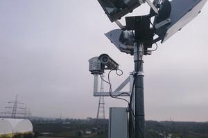 """<div class=""""bildtext"""">Bild 1: Wärmebildkamera """"Pyroview"""" in einem Wetterschutzgehäuse</div>"""