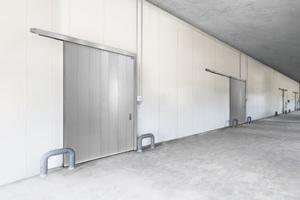 Das neue Novoferm Feuerschutzschiebetor NovoSlide Industry ist insbesondere daraufhin entwickelt worden, die anspruchsvollen europäischen Produktstandards zu erfüllen. Somit kann es als CE-gekennzeichnetes Bauelement verlässlich in ganz Europa eingesetzt werden.