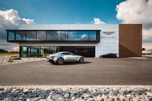 """<div class=""""bildtext"""">Aston Martin Car Safe: Hochregallager für bis zu 90 Fahrzeugen mit aktivem Brandvermeidungssystem</div>"""