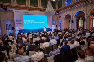 "<div class=""bildtext"">Im Kurhaus in Bad Brückenau fand das 8. Hekatron Partnerforum Forum statt</div>"