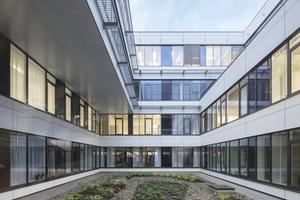 "<div class=""bildtext"">Brandschutzverglasung ""Contraflam Lite 30"" in den Innenhof-Fassaden des ITZ<br /> </div>"