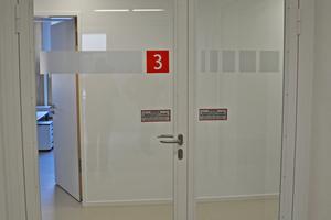 """<div class=""""bildtext"""">Zweiflüglige Brandschutztür mit Feststellanlage und Schließfolgeregelung</div>"""
