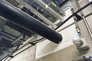 """<div class=""""bildtext"""">Mit """"fischer FireStop""""-Produkten, wie dem FCPS-Paneelsystem, lassen sich Durchführungen von Medienleitungen abdichten, um im Falle ausbrechenden Feuers Leben und Infrastruktur zu schützen.</div>"""