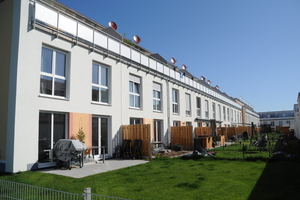 """<div class=""""bildtext"""">Das Wohngebiet Reuthsee in Adelsdorf bietet im Großraum Nürnberg moderne Reihenhäuser und freistehende Doppelhaushälften zu erschwinglichen Preisen.</div>"""