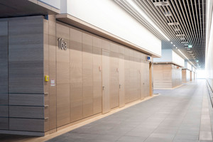 """<div class=""""bildtext"""">Die ästhetischen Wandverkleidungen im Flurbereich reduzieren den Schall und gewährleisten die Brandschutznormen.</div>"""
