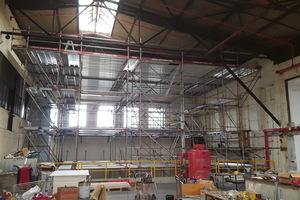 """<div class=""""bildtext"""">Eine Herausforderung bestand in der Gebäudehöhe: Stahlträger und -unterzüge mussten teils in rund 20 m Höhe brandschutztechnisch ertüchtigt werden.</div>"""