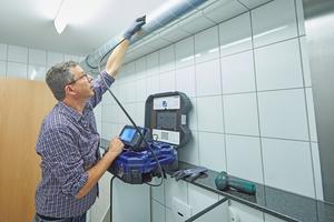 """<div class=""""bildtext"""">Per Schubstange kann eine Inspektionskamera durch leicht erreichbare Revisionsöffnungen in Lüftungsleitungen bis ins Innere einer Brandschutzklappe vordringen.</div>"""