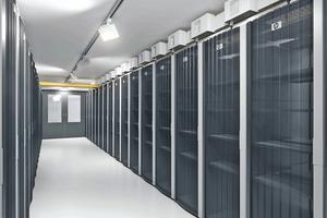"<div class=""bildtext"">Bis zu 60.000 Server kann ColocationIX unterbringen. </div>"