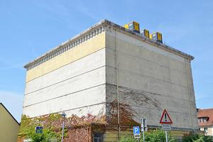 """<div class=""""bildtext"""">Der Hochbunker mit seinen zwei Meter dicken Wänden aus massivem Stahlbeton schützt das innenliegende Rechenzentrum von ColocationIX vor jeglichen physischen Einflüssen sicher. </div>"""