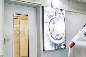 """<div class=""""bildtext"""">""""NovoPorta Premio T90-1 RS"""" mit großflächiger Brandschutzverglasung als Zugangs- und Fluchtwegtür von der Tiefgarage zum Hotel.</div>"""