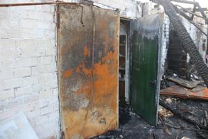"""<div class=""""bildtext"""">Dank der verschlossenen Feuerschutztür zum Spritzraum wurde Schlimmeres verhindert.</div>"""