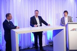 """<div class=""""bildtext"""">Moderator Prof. Gerd Geburtig mit den Referenten Björn Maiworm von der Berufsfeuerwehr München und Andreas Flock, Architekt und Brandschutzsachverständiger.</div>"""