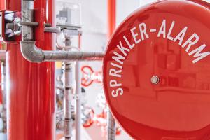 """<div class=""""bildtext"""">VdS-Sprinkleranlage: Die Standardregelwerke für Wasserlöschanlagen wurden umfassend überarbeitet und aktualisiert.</div>"""