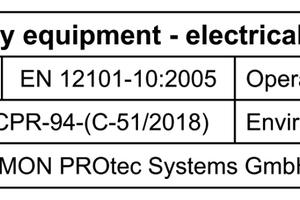 """<div class=""""bildtext"""">Typenschild einer digitalen RWA-Zentrale von SIMON PROtec: Die CE Zertifizierung der RWA-Steuerungen erfolgt nach EN 12101-10. In Zukunft sind durch den neuen Entwurf der DIN 18232-9 und dem darin enthaltenen Verweis auf die ISO 21927-9 klare Mindestanforderungen an die Betriebssicherheit und die Umweltklassifizierung festgelegt.</div>"""