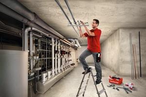 """<div class=""""bildtext"""">Fortschritt in der Brandschutztechnik: Durch das modifizierte Bewertungsdokument (EAD) 280016-00-0602 lassen sich Europäische Technische Bewertungen (ETAs) für zugelassene Produkte von Leitungsbefestigungen mit CE-Kennzeichnung erstellen. Planer und Fachhandwerker können so Installationen mit Brandschutzanforderungen denkbar sicher und realitätsnah planen und auslegen.</div>"""